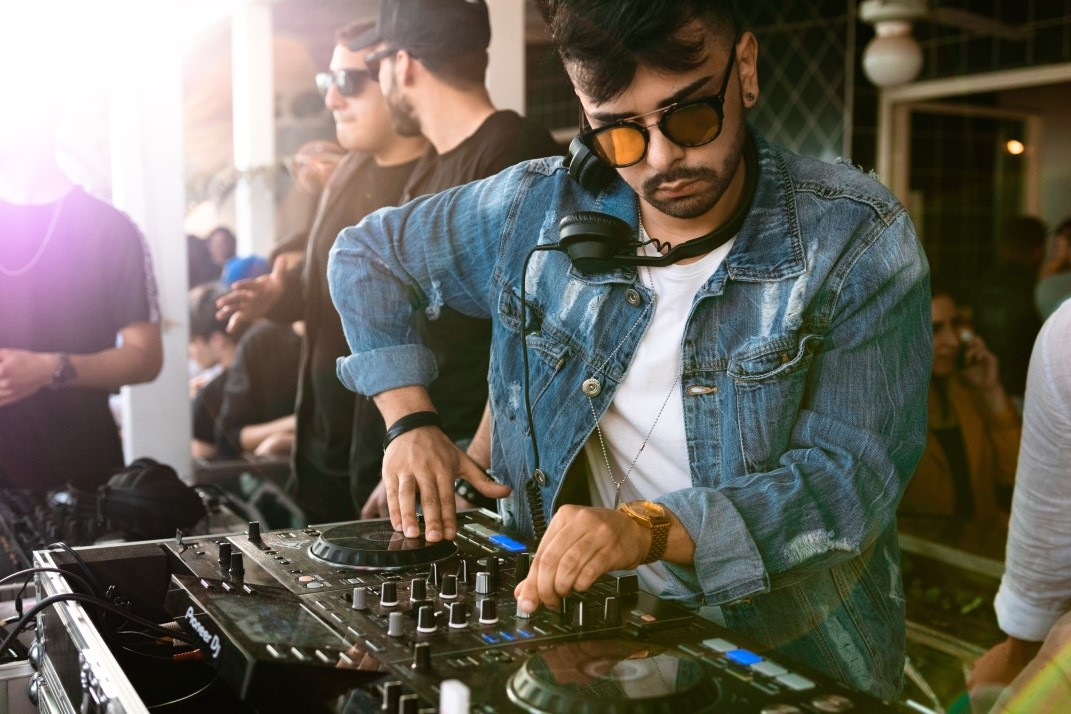 lej DJ til butiksarrangementer, butiksåbning, butiksfødselsdag, Open By Night
