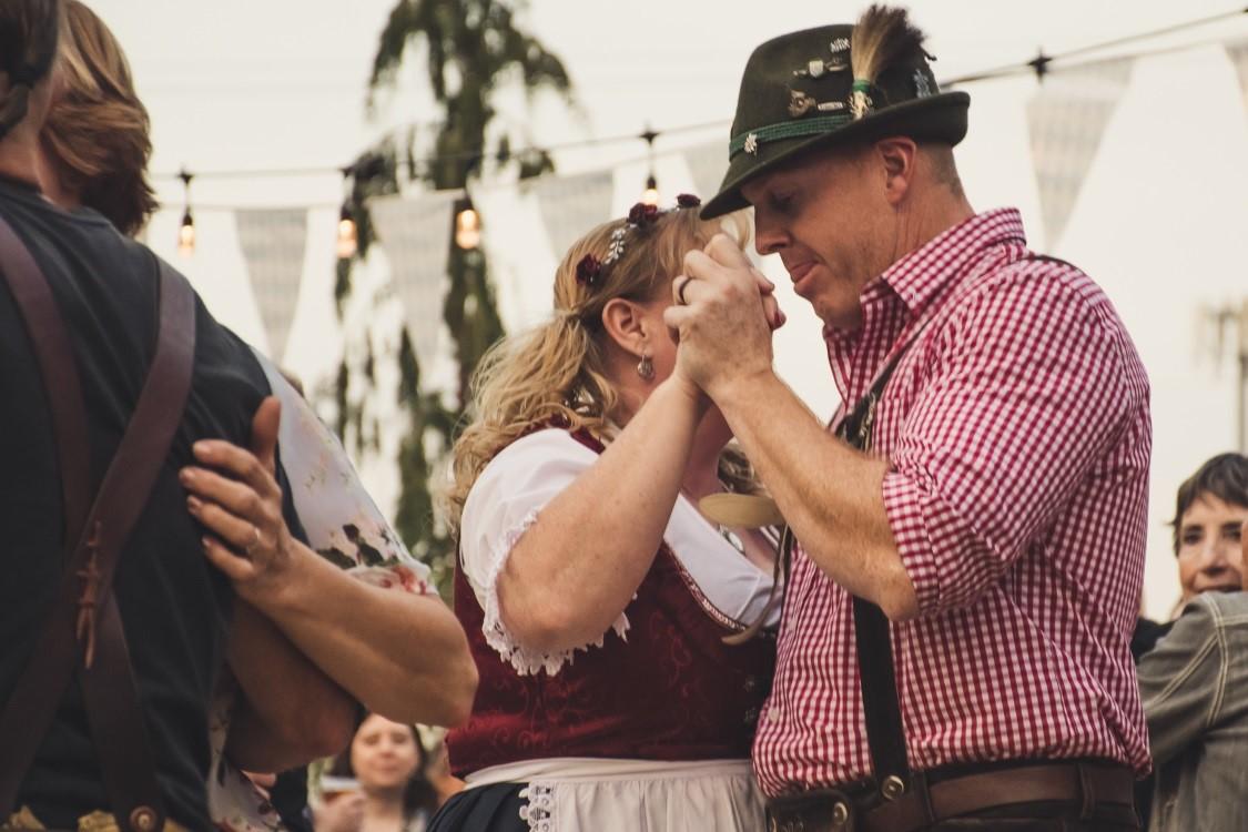 Lej musikanlæg og festlys til oktoberfest